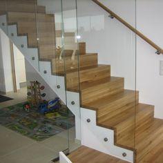 Betonstiegenverkleidung mit Glasgeländer Stairs, Home Decor, Reinforced Concrete, Laminate Hardwood Flooring, Narrow Rooms, Spiral Staircases, Hand Railing, Carpentry, Panelling