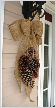 27 simple harvest fall decorating ideas the most beautiful in the season falldecor autumndecor homedecor naturaldecor harvestfalldecor gaming me snowy tree winter christmas diy table decoration {in 20 minutes! Christmas Pine Cones, Outdoor Christmas, Christmas Wreaths, Christmas Crafts, Christmas Ornaments, Fall Wreaths, Christmas Christmas, Pine Cone Crafts, Holiday Crafts