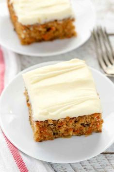 A moist carrot cake filled with crushed pineapple, chopped walnuts, and topped with an easy cream cheese frosting. This Pineapple Carrot Cake is perfect for Easter or carrot cake lovers! Semi Homemade Carrot Cake Recipe, Carrot Cake Bars, Easy Carrot Cake, Moist Carrot Cakes, Mini Carrot Cake, Homemade Chili, Moist Cakes, Easy Cake Recipes, No Bake Desserts