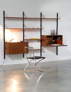 Poul Cadovius Teak Wall Unit with desk Royal System | http://www.furniture-love.com/browse.php | 20th century Modern online gallery. Featuring a large and varied selection of quality vintage pieces | Shipping worldwide.