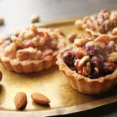 Rețetă: Fursecuri linzer de Crăciun | Tempo Magazin Gem, Muffin, Breakfast, Cake, Desserts, Food, Morning Coffee, Pie Cake, Tailgate Desserts