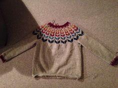 """""""Joy"""" sweater fra drops"""