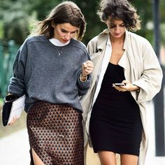 2girls walkin the newyork streets