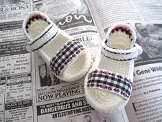 Black & White Plaid Crochet Baby Sandals - 4 Sizes - Ready to Ship Crochet Baby Sandals, Crochet Shoes, Crochet Baby Booties, Crochet Slippers, Plaid Crochet, Love Crochet, Crochet For Kids, Baby Boots, Baby Girl Shoes