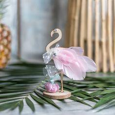 #DIY μπομπονιέρα φλαμίνγκο για βάπτιση αλλά και για τροπικό γάμο! 🏝💕 Choose a #flamingo #weddingfavour for your #tropicalwedding ! #diy… Christening, Place Cards, Place Card Holders, Baby Shower, Cata, Babyshower, Baby Showers