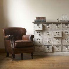 sillón decoracion de cuero vintage con tachuelas
