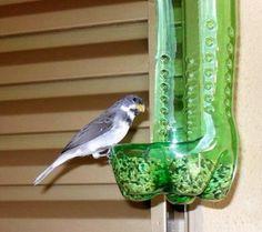 bricolage-avec-des-bouteilles-en-plastique-mangeoir-à-oiseau-en-objet-recyclé