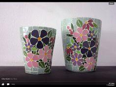Mosaic flowers on pots                                                                                                                                                                                 Más