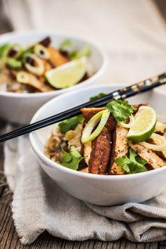 Vietnamská polévka: Zeleninové pho s tofu. Pho, Tofu, Soups, Sausage, Beef, Cooking, Meat, Kitchen, Sausages