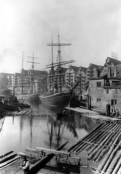 Kenigsberg Königsberg (until 1945, Germany), now: Kaliningrad (Russian Federation); port (Hundegatt). Sailing ships at Hundegatt and warehouses at Lastadienstrasse. Photo, 1902 (Richard Dethlefsen).