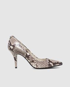 Zapatos de salón de tacón alto de mujer con estampado de serpiente. Modelo MKFLEX MID PUMP.