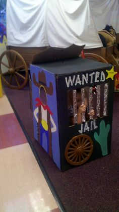 I made this box for a class BOOK NOOK during the Daily 5.  KINDERWORLD w/ Mrs. Knudson  kinderworldway@blogspot.com