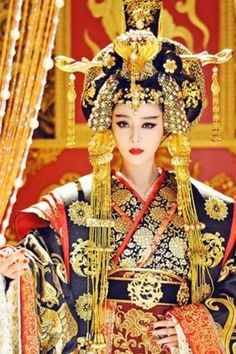 [Appreciation] Fan Bing Bing's fab costumes for The Empress of China - Celebrity Photos - OneHallyu Style Oriental, Oriental Fashion, Asian Fashion, Chinese Fashion, Women's Fashion, Traditional Fashion, Traditional Dresses, Traditional Chinese, Mörderische Dinnerparty