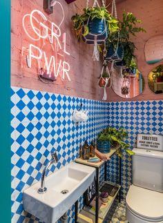 Banheiro pequeno Deco Restaurant, Restaurant Interior Design, Cafe Interior, Cafe Design, House Design, Toilet Design, Bathroom Design Small, Colorful Bathroom, Aesthetic Room Decor
