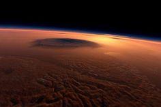De pe Marte, roverul Curiosity a trimis spre Pământ răspunsul la o întrebare-cheie a omenirii: ce a descoperit în timp ce scana un crater