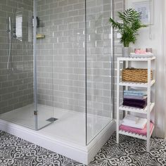 Bathroom with roll-top bath and patterned floor tiles - Home: Living color White Bathroom Tiles, Bathroom Tile Designs, Bathroom Floor Tiles, Bathroom Layout, Bathroom Interior Design, Bathroom Vanities, Bathroom With Shower And Bath, Bathroom Ideas, Small Shower Room