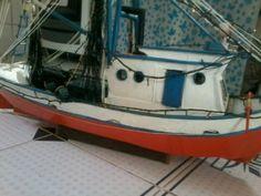 Barco de pesca miniatura bem elaborado perfeição de um ... Completo com leme timão rede luzes e vai para água - Arte