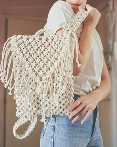 Macrame Purse, Macrame Knots, Granny Square Bag, Diy Backpack, Boho Bags, Crochet Mandala, Macrame Tutorial, Diy Hair Accessories, Purse Patterns