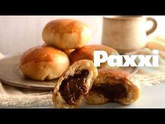 Ψωμάκια φρεσκομυρωδάτα, αφράτα που μέσα κρύβουν σοκολατένια πραλίνα φουντουκιού. Greek Sweets, Bagel, Doughnut, Baked Potato, Sweet Recipes, Muffin, Cooking Recipes, Breakfast, Ethnic Recipes