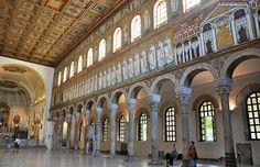 Procesja męczenników i pałac Teodoryka, mozaika ze ściany południowej Bazyliki Sant`Apollinare Nuovo