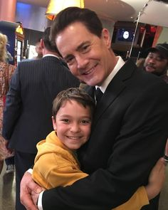 @Kyle_MacLachlan Hugs for Sonny Jim on the set of #TwinPeaks. @ThePierceGagnon
