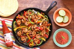 You'll love these awesomely delicious shrimp fajitas! 😋 SUPER easy to prepare, marinated shrimp are seared with onions & peppers and served with salsa, guacamole, and warm tortillas. ⭐️#YUM! #recipe #shrimp @FoodLion #ad