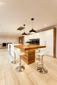 Images of a bespoke contemporary kitchen made by Jamie Robins and fitted in Wilmslow, Cheshire