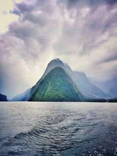 Explore Modern Trekker to get the latest travel ideas, guides, and tips. Be inspired to see and experience the world today! Hiking Spots, Hiking Trails, Best Places To Travel, Places To See, Milford Sound, Best Hikes, Wonderful Places, Amazing Places, Beautiful Places