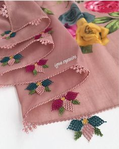 La imagen puede contener: texto - Pensamientos e Ideas y Sugerencias Needle Lace, Bobbin Lace, Embroidery Saree, Ravelry, Needlework, Knitting Patterns, Diy And Crafts, Like4like, Beads
