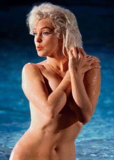 Marilyn Monroe's Lost Nude Photos On-Set