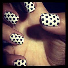Polka dots gel nails