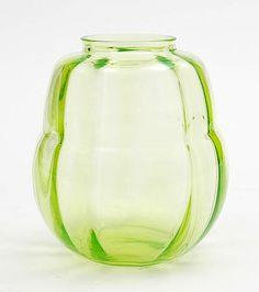 Kristalunie Maastricht, W.J. Rozendaal, Vert chine glass vase 'Alcyon', 1933,