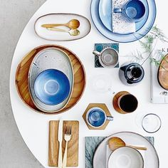 Dining is such an exciting moment that we need to get ready all the pretty tablewares and of course a best table! . . . . #tuliptable #interiordegsign #modern #marble #dinningtable #lifestyle #minimal #home #interiors #homedecor #stylist #midcentury #shopthelook #designerfurniture #saarnentable #onlineshopping #marblegoodness #tablesetting #tablesetting