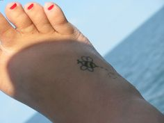 tiny-bumblebee-tattoo-for-foot.jpg 1,600×1,200 pixels