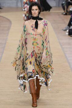 ¡Atención fashionistas! Llega el moto boho chic de Chloé #PFW