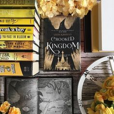 Which series in the #grishaverse do you prefer? Six of Crows or Shadow and Bone? I love both but prefer Six of Crows.  Day 17: #lilthisorthat {SoC or Shadow and Bone}  Day 17: #rosyhyggetales {comfort food} waffles  Day 17: #dreambunnybookishjan18 {yellow}  #sixofcrows #grisha #crookedkingdom #henryholt #fantasybook #bookishmap #bookandmap #nomournersnofunerals
