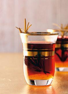 Rezept für Hagebutten-Orangen-Tee bei Essen und Trinken. Ein Rezept für 2 Personen. Und weitere Rezepte in den Kategorien Kräuter, Getränke, Einfach, Fettarm, Kalorienarm / leicht, Raffiniert, Schnell.