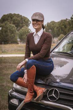 Botas para montar, llevar con vaqueros o faldas de amazona. Ideales también para la ciudad. Equestrian Chic, Equestrian Outfits, Equestrian Fashion, Fashion Belts, Boy Fashion, Womens Fashion, Preppy Dresses, Preppy Outfits, Fashion Competition