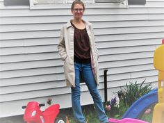 Although I'm grateful for the warmer temperatures, the muggy, wet air leaves much to be desired! For this sort of wet 'n warm day, I chose my favorite jeans, along with a cool, sleevele…
