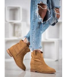 Bella Paris cowboy boots are made of ecological suede leather, thanks to which they have a pleasant texture. This footwear is insulated, which ensures optimal thermal comfort Heeled Boots, Shoe Boots, Thermal Comfort, Winter Heels, Types Of Heels, Brown Wedges, Clearance Shoes, Golf Shoes, Womens Flats