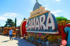 Neon Museum Las Vegas: una luminosa historia - Malviajada Museums In Las Vegas, Neon Museum, Broadway Shows, Lettering, Sin City, Historia, Drawing Letters, Brush Lettering