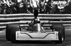 John-Watson_Surtees-TS16-Ford-Cosworth-DFV-V8_Montjuic-Park_GP-Espana-1975.jpg