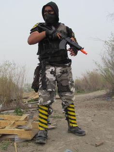 Wasteland Raider by ~DustinLicht on deviantART Gabriel Quintanar with his Post-Apocalyptic set