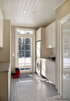 Kodinhoitohuone ©Kannustalo, kuvaaja Eveliina Mustonen Mudroom Laundry Room, Laundry Room Bathroom, Laundry Room Design, Bathrooms, Utility Cupboard, New House Plans, Home Projects, Sweet Home, Kitchen Cabinets