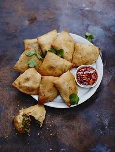 Brilliant as a snack, this baked samosa recipe from Jamie Oliver is fun to make and packed with flavour. A vegetable samosa recipe you'll make all the time. Vegetable Samosa, Vegetable Recipes, Indian Food Recipes, Vegan Recipes, Cooking Recipes, African Recipes, Curry Recipes, Turkish Recipes, Pie Recipes