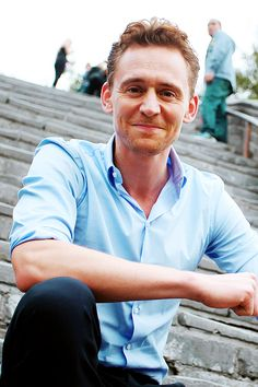 Omg! Look! It's the Great Wall! -- Tom Hiddleston - The Great Wall. <3