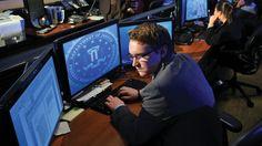 Hackers, ladrones y espías: los cibercriminales más buscados por el FBI. Noticias de Tecnología. Ataques de denegación de servicio que causaron millones de pérdidas, o suplantación de identidades para dispersar noticias alarmantes (pero falsas)... Los más buscados 2.0