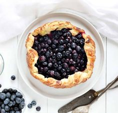This rustic dessert is always a crowd pleaser. Beautifully roasted fruit in a buttery puff pastry crust topped with shaved white chocolate. Apple Cake Recipes, Cookie Recipes, Dessert Recipes, Pastry Recipes, Dessert Simple, Blueberry Galette, Blueberry Crisp, Blueberry Desserts, Blueberry Fruit