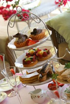Google Image Result for http://www.icecubejunkie.com/wp-content/uploads/2008/12/tea-party-food.jpg