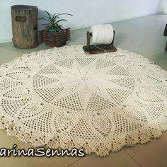 Tapete de crochê redondo para sala!  Serve tbm como capa para o sofá!! #coisasdecroche #msennas